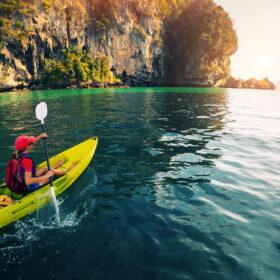 Nyd vandet fra en havkajak – læs vores store guide