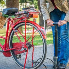 Guide til valg af cykelpumpe – 6 af de bedste fodpumper til prisen